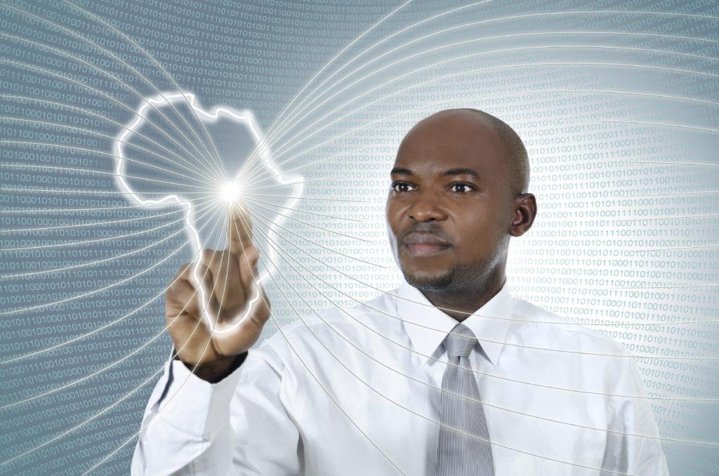 Homme noir travaillant dans un environnement virtuel